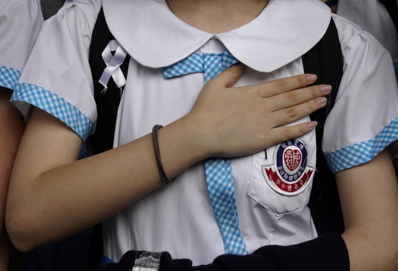 15日有超過350個學生組織和學校的關注組透過聯合聲明表示,抗爭運動不會因《禁蒙面法》而卻步,也不會因此放棄戴口罩的權利。(美聯社)
