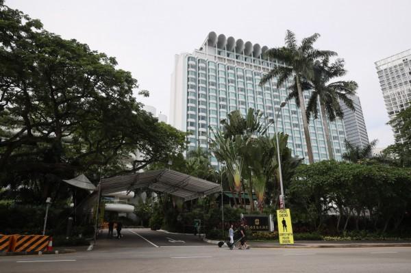 新加坡香格里拉飯店門口設立警哨戰。(歐新社)