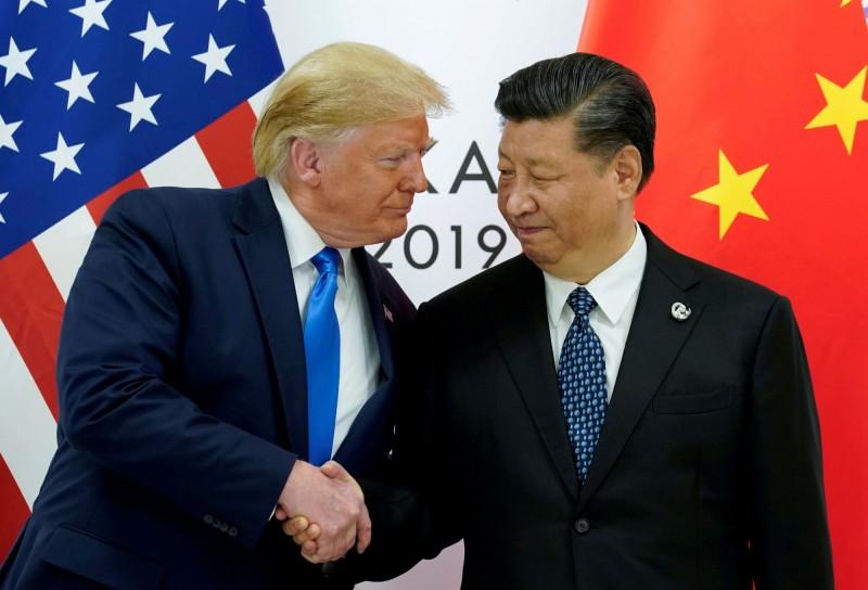 有說法認為,中國在美留學生恐成為美中貿易戰談判籌碼之一。圖中,美國總統川普(左)與中國國家主席習近平(右)在日本大阪G20峰會上見面。(資料照,路透)