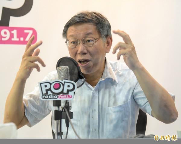 台北市長柯文哲接受電台主持人專訪時,針對日前「阿扁裝病說」引起軒然大波,首度公開向前總統陳水扁致歉。(記者黃耀徵攝)
