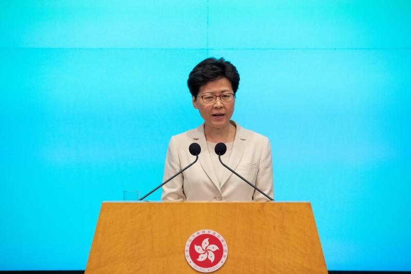 民意調查報告顯示,港人在北京政府、香港政府、特首林鄭月娥、三位司長的滿意度都大幅下降,且多項評分跌至林鄭上任後的新低點。(歐新社)