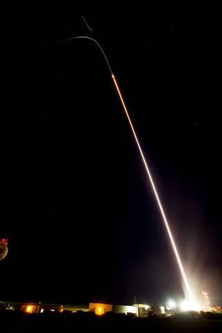 NASA發射一枚小型探空火箭。(擷取自NASA)