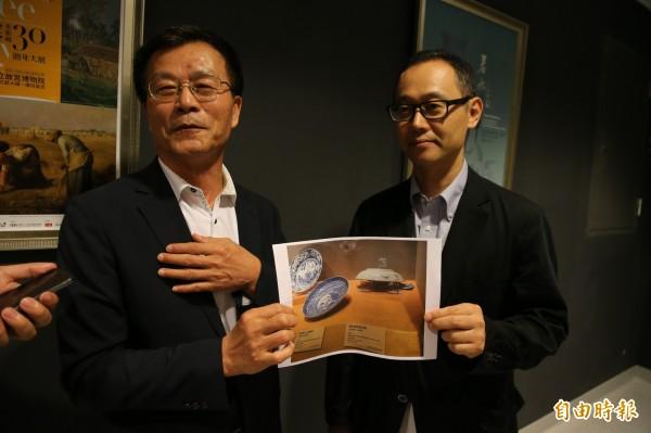 故宮院長林正儀(左)與日本東洋陶瓷美術館主任小林仁說明檢查結果。(記者蔡宗勳攝)