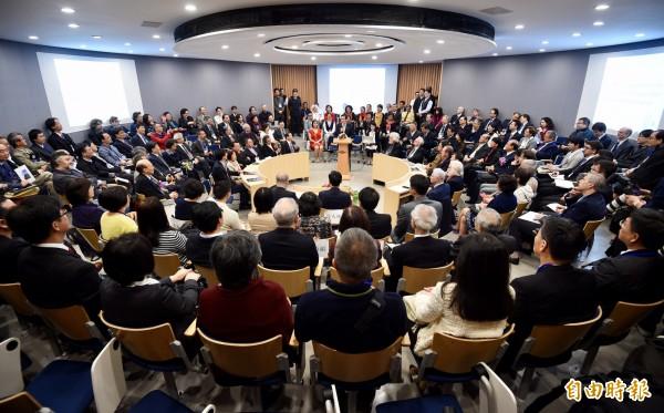 台灣大學次震宇宙館落成啟用,上百位國內外學者27日出席啟用典禮。(記者羅沛德攝)