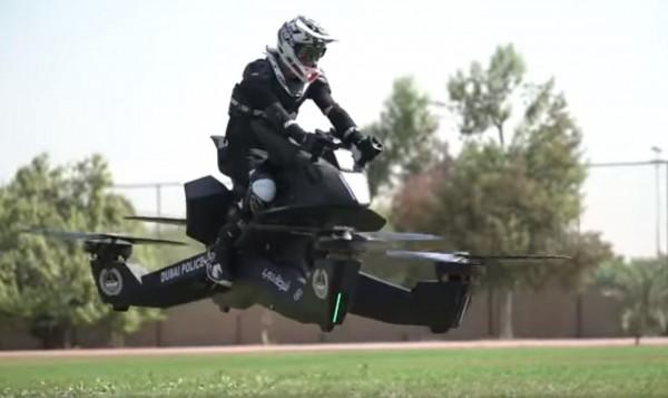 杜拜警方展開S3 2019 Hoverbike飛行機車的訓練。(圖擷自「HOVERSURF OFFICIAL」YouTube)
