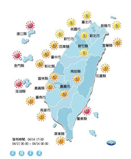 紫外線方面,明日北北基、桃園及新竹地區紫外線為中量級,中南部及宜蘭、花蓮地區達高量級,台東及離島地區則為過量級,提醒外出應注意防曬、補充水分,上午10點至下午2點最好不在烈日下活動。(圖擷自中央氣象局)