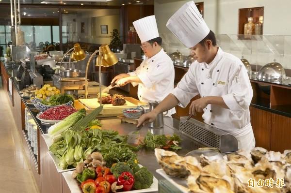 勞安所數據顯示,餐飲業男性勞工癌症發生率比一般男性勞工多11.3%。(資料照)