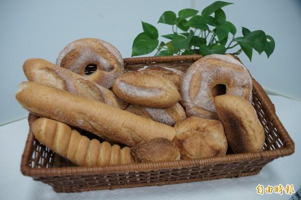 網傳「麵包及麵粉製品都不能吃了,是基改小麥製的」,食品藥物管理署今天出面駁斥,我國沒准許基因改造小麥做食品原料。(資料照,記者余雪蘭攝)