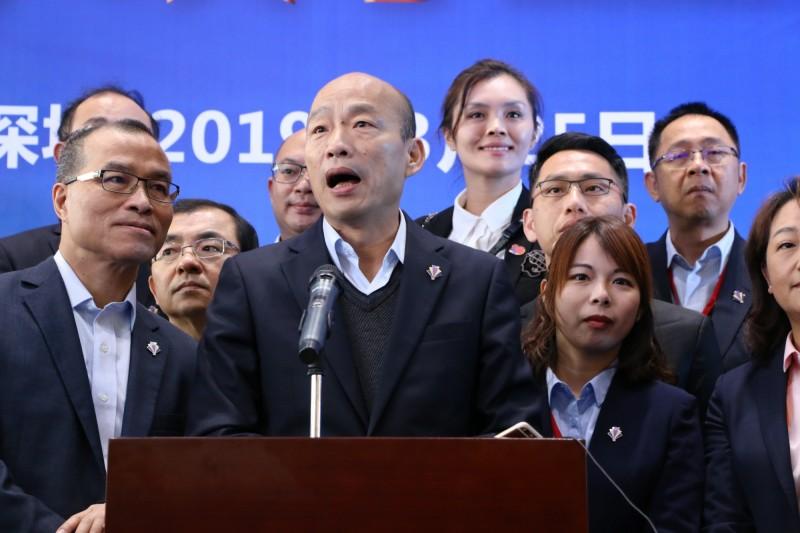 韓國瑜訪中國前要求隨行採訪的記者「這次『出國』一定要相親相愛」,引發中國網友不滿。(中央社)