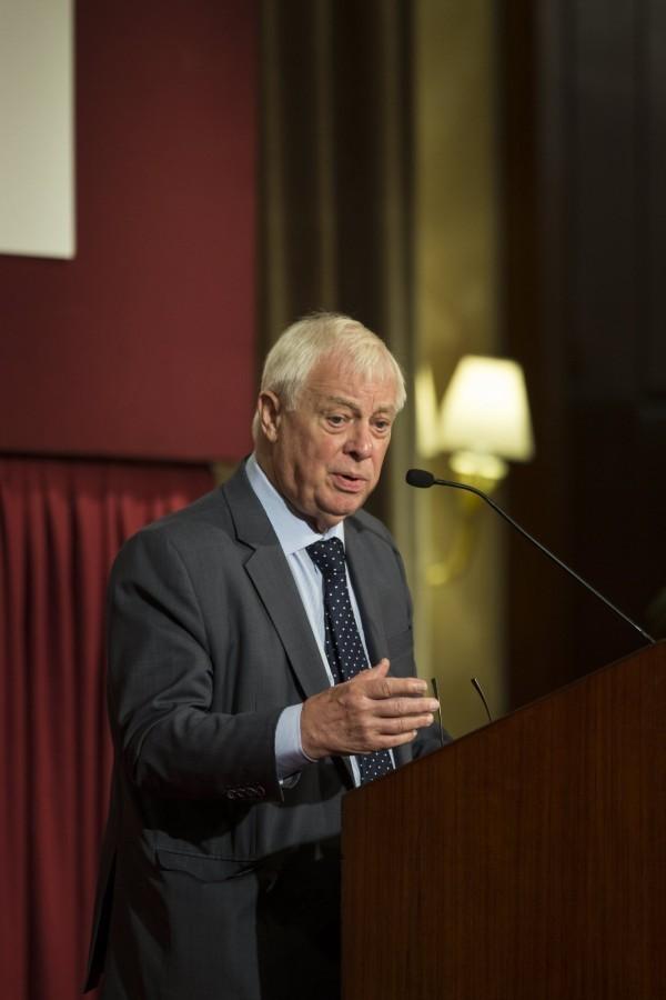 「末代港督」彭定康表示,香港在民主方面進展趨緩,是因為中共擔心香港學新加坡獨立建國。(歐新社)