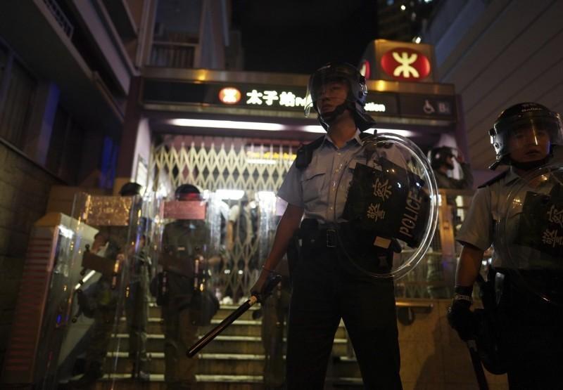 香港媒體翻查後確認,831當晚確實共有10人受傷,指出香港消防處和港警前後公布的數字不一令人有所疑慮。(美聯社)