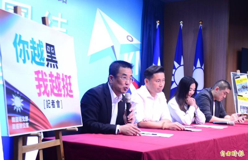 韓國瑜總統競選北部辦公室召開「你越黑我越挺」記者會,會中批媒體抹黑韓國瑜,報導不實。(記者王藝菘攝)