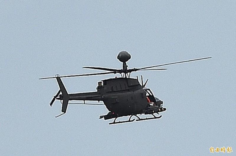 陸軍航特部OH-58D戰搜直升機(見圖)今日不幸失事,圖為今天下午執行聯合反登陸作戰任務時的最後身影。(記者廖振輝攝)