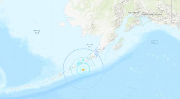 台灣時間今早10點許,阿拉斯加半島近海傳出規模6.1強震。(圖擷取自USGS)