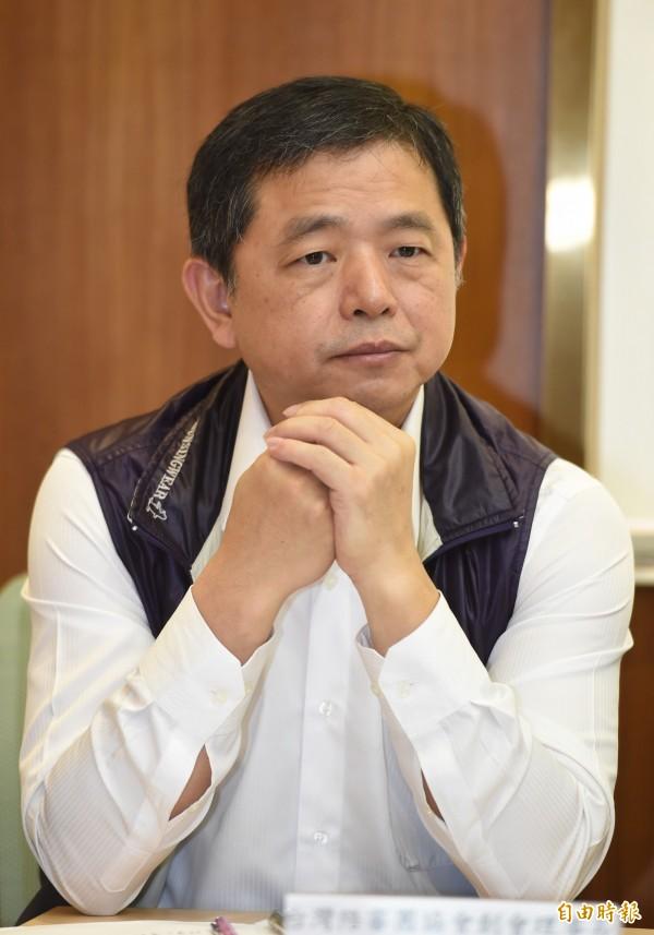 台灣永社社長鄭文龍在記者會上向總統蔡英文喊話,2020大選,「請你(蔡英文)不要再出來」。(資料照)