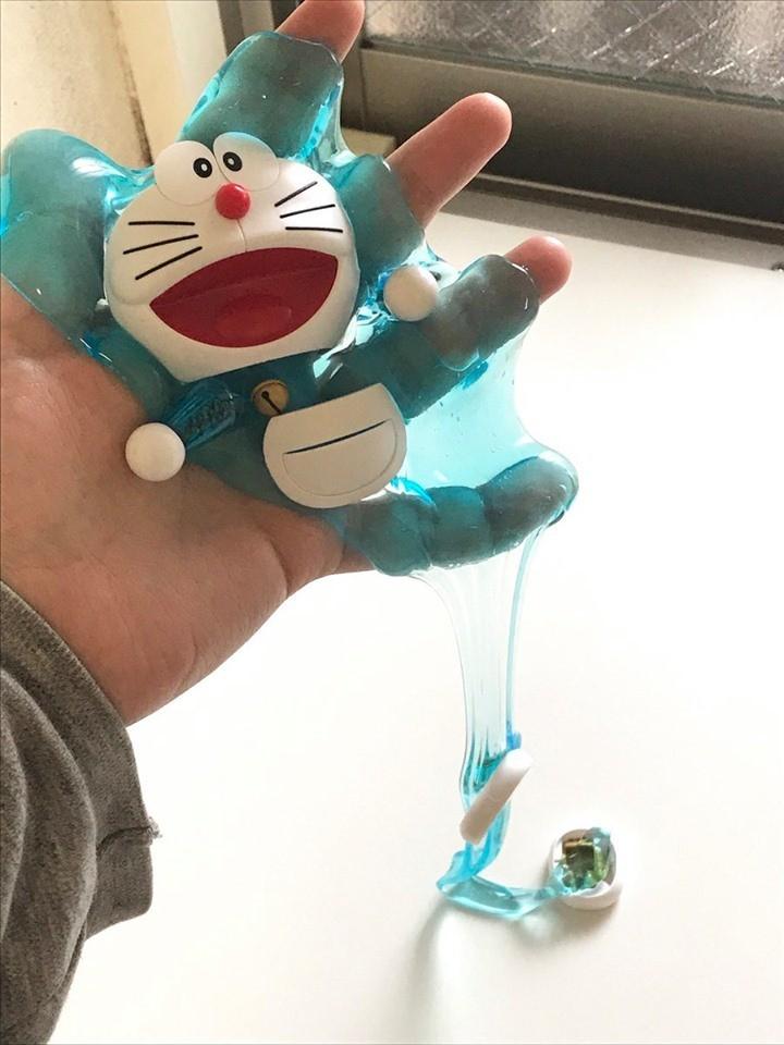 日本一名網友表示,他的哆啦A夢公仔因為太熱而「融化」了。(圖擷取自推特@taco_handmade)
