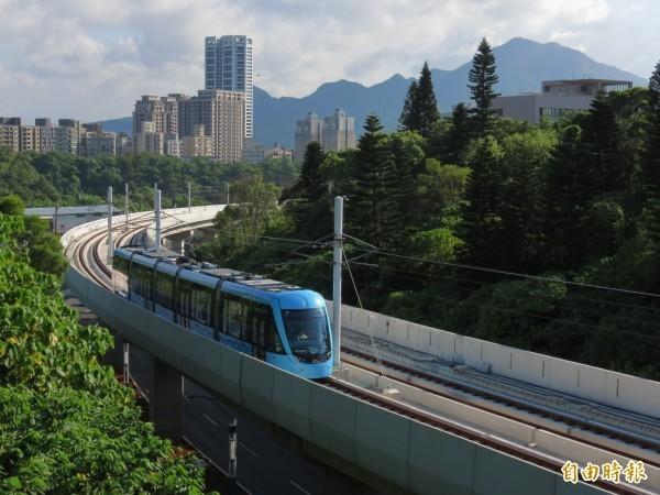 淡海輕軌首日試營運就發生列車訊號異常的狀況。(資料照)