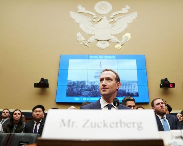 臉書因洩漏個資風波遭到提告,罰金恐達700億美元以上。圖為臉書執行長札克柏格。(美聯社)