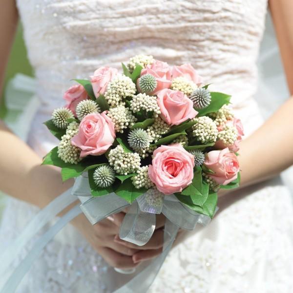 一名女網友的姐姐近日出嫁,平時很少寫字的爸爸難得寫了一張紙條並在女兒結婚當天吐露對女兒的愛,網友看了都為之動容。此為示意圖。(情境照)