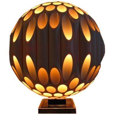 加拿大燈具公司Rougier在70年代所販售的一盞名為MorilleL Lamp 的燈飾。(衍象設計實驗室提供)