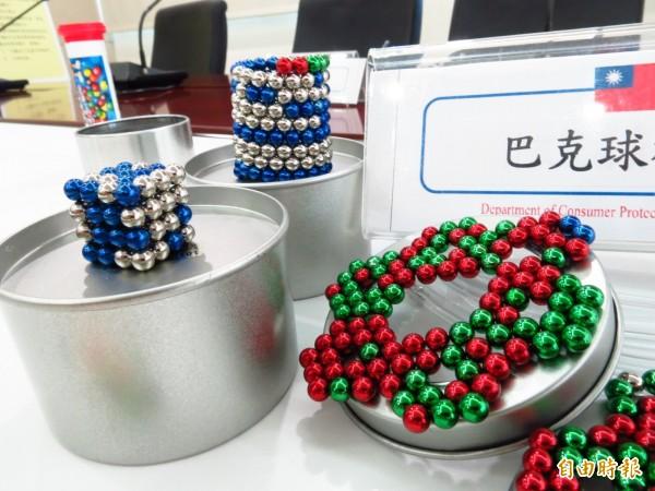 「巴克球」是由一粒粒磁珠組成,具有強力磁性,可以變換出各種各樣的形狀,不過若誤食巴克球,恐造成胃、腸道穿孔、血液中毒或死亡。(資料照)
