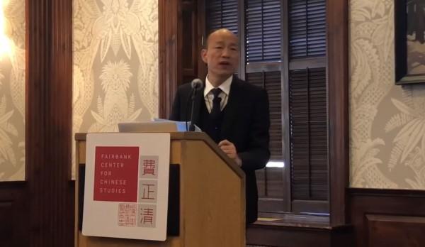 高雄市長韓國瑜在演說中嗆蔡英文政府不願承認九二共識,兩岸政策很空洞。(圖擷取自韓國瑜臉書)