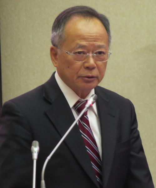 台南市教育局長鄭邦鎮在議會答詢說,「光復節是台灣的再淪陷日。」(記者蔡文居攝)