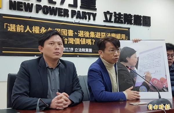 徐永明(右)爆料,當年民進黨提供6個不分區立委席次拉攏黃國昌(左)。(資料照)