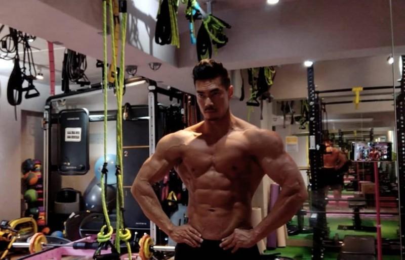 體格精實壯碩的健身網紅「筋肉爸爸」在正值37歲的壯年中風,所幸及時發現,並在黃金3小時內送醫搶救,目前在經過治療觀察後,逐漸康復。(圖擷取自臉書_筋肉爸爸 JZ)