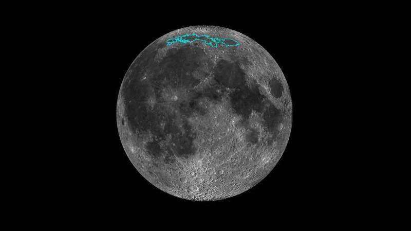 月球正面北極冷海地區(圖中青色框線區)持續有地質活動發生。(擷取自NASA)