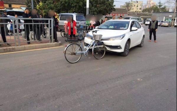 中國警方指出,這是一起真實的交通事故案件。(圖擷取自微博)