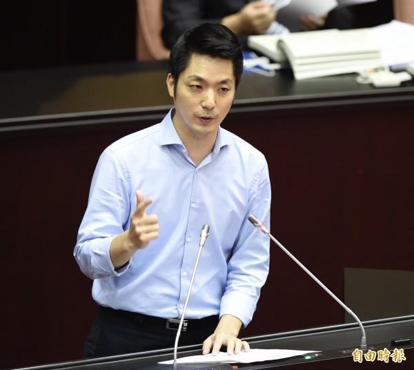 國民黨立委蔣萬安3日在電視節目上公開表明同意蔡英文總統的4個必須,也強調不同意習近平的一國兩制。(資料照)