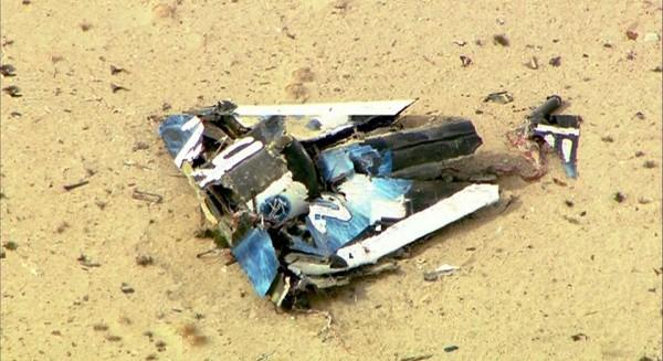 維珍銀河公司的太空船2號在試飛時發生墜機意外,殘骸散落在加州沙漠地帶。(路透)
