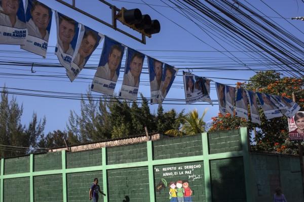 我國友邦宏都拉斯將在當地時間26日(台灣時間今晚起)舉行大選,現年49歲的總統葉南德茲不顧各界反對尋求連任。(美聯社)