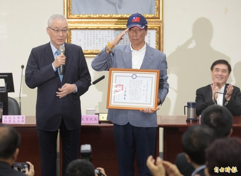 藍營人士指出,國民黨高層在韓國瑜出訪期間聯手「推郭棄韓」搓掉他,郝龍斌今在臉書發文否認。(資料照)
