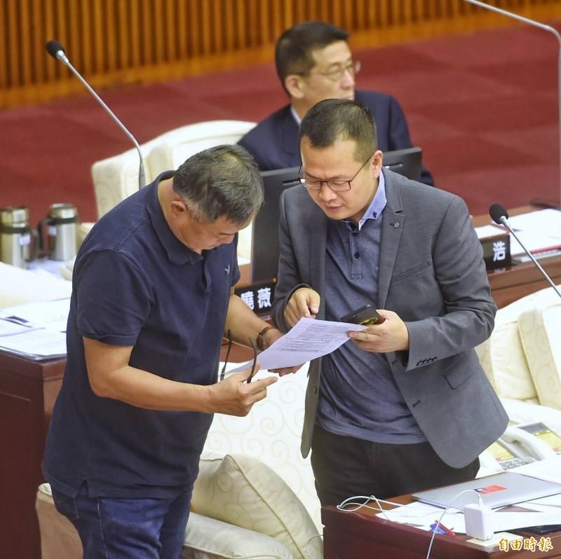 柯文哲將訪日,隨行參訪的議員羅智強卻被告知有行程被限制參加,質詢時宣布退出參訪團。(記者方賓照攝)