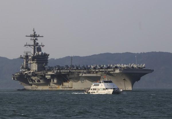 美國位居軍費支出首位,軍費支出金額達6100億美元。圖為美軍卡爾文森號航空母艦。(美聯社)