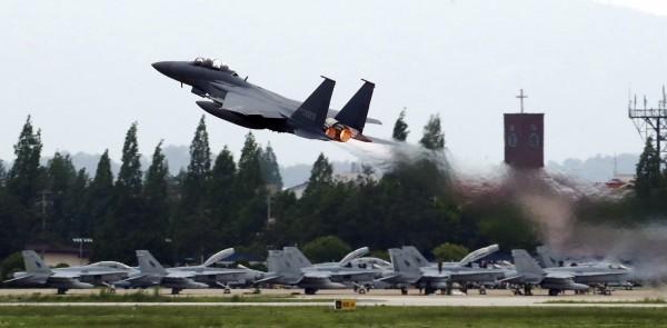 北韓今(16)日不滿美國、南韓舉辦「超雷軍演」,因此無限期延後與南韓官方會談,並思索川金會喊卡的可行性。(美聯社)