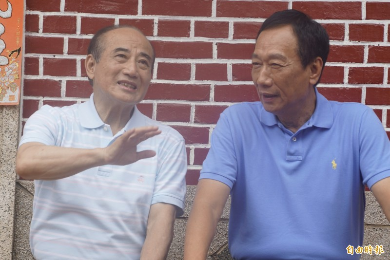 親王金平人士表示,郭台銘、王金平一直都有聯繫,與其關注何時見面,不如擔心國民黨總統參選人韓國瑜的民調會繼續崩到什麼程度,只要民調掉到20%,戰旗就會升起。(資料照)