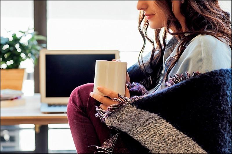 最新研究顯示,女性喜歡較溫暖的辦公室,有助於提升她們的工作效率。(取自網路)