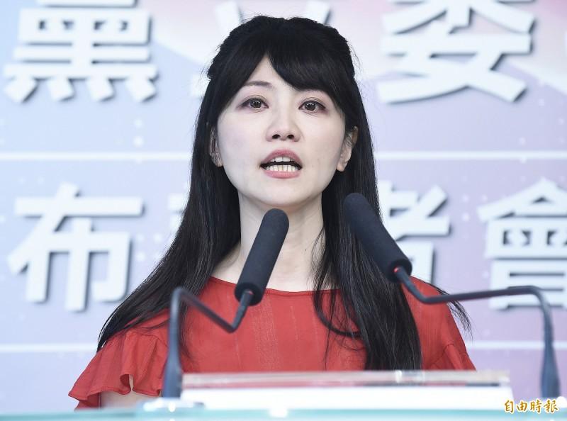 民進黨立委高嘉瑜認為,韓國瑜因為一對一不會贏,要靠著失控的行為把第三組郭台銘拱出來選,藉此分掉蔡英文票源,圖為高嘉瑜。(資料照)