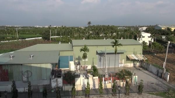 調查局南機站破獲今年最大型安非他命製毒工廠,查獲88公斤安毒,圖為工廠外觀。(記者黃良傑翻攝)
