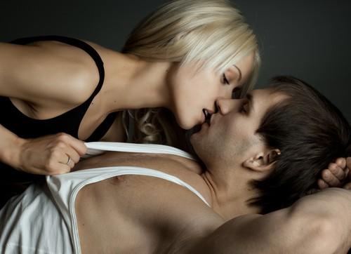 哈佛學者指出,男人每個月行房21次,被列為是前列腺癌的低風險族群,結論就是「多射少癌!」(圖擷取自網路)