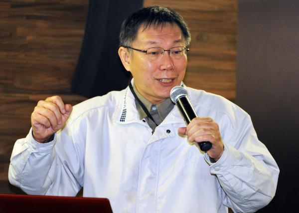 有意參選台北市長的台大醫師柯文哲今天表示,國民黨原本在北市可以「躺著選」,但他參選將讓選情更緊張,也將牽動藍營其他地區的選情。(資料照)
