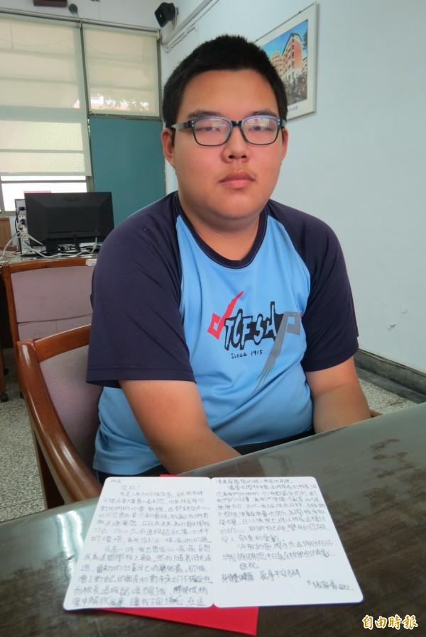 中一中學生清寒學生張家豪父親學測期間過世,他忍住悲傷拚上成大數學系。(記者蘇孟娟攝)