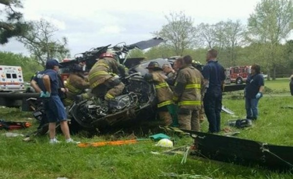 有現場目擊者指出,直升機失事當時飛很低且不斷旋轉,也有人說直升機在降低飛行高度時意外撞到樹木而墜毀。(圖截自WJLA.com)