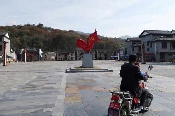 中共官員花了不小的錢,致力把汝城的沙洲村打造成一個宣揚中國共產黨的露天博物館。(路透)