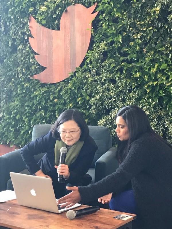 總統蔡英文參訪社群網站推特(Twitter)總部。(圖擷取自莊瑞雄臉書)