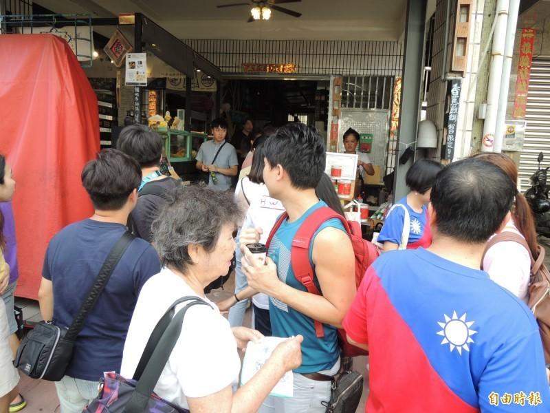 高雄鹽埕區「廣德家」煎餅店日前發起支持連署罷免市長韓國瑜,卻遭一名韓粉婦人闖入騷擾。(資料照)
