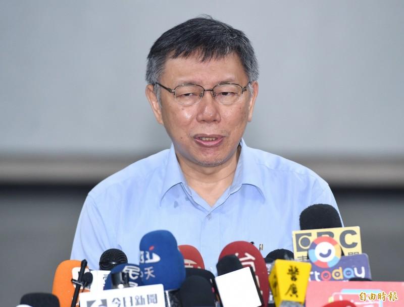 台北市長柯文哲今早受訪時表示,不然他(指蘇貞昌)能講什麼,「他再講,我就問候他那個保安宮的事,他不是發誓絕對不當(應為不會選第三次)」。(記者廖振輝攝)